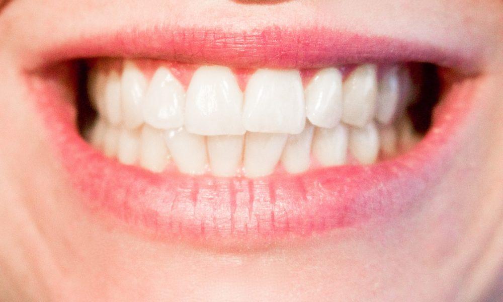 Nowoczesna technologia stosowana w salonach stomatologii estetycznej być może sprawić, że odzyskamy ładny uśmiech.